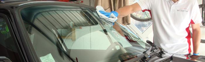 nettoyer les vitres sans traces trucs et astuces s u e liquide lave vitre kit vitre il reste. Black Bedroom Furniture Sets. Home Design Ideas